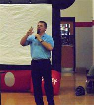 Major League Baseball Umpire Greg Gibson, talks with the students at Ponderosa Elementary.