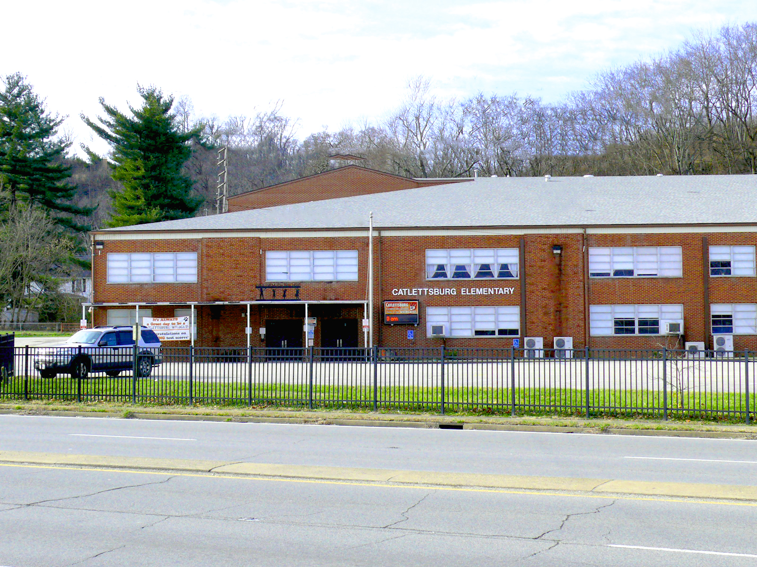 Front view of Catlettsburg Elementary School.